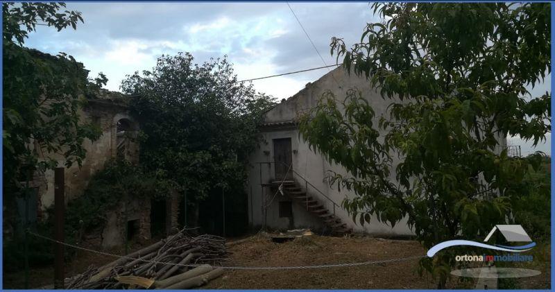 ПРЕДЛОЖЕНИЕ НА ПРОДАЖУ независимый сельский дом с сельскохозяйственными угодьями в ОРТОНЕ, ИТАЛИЯ