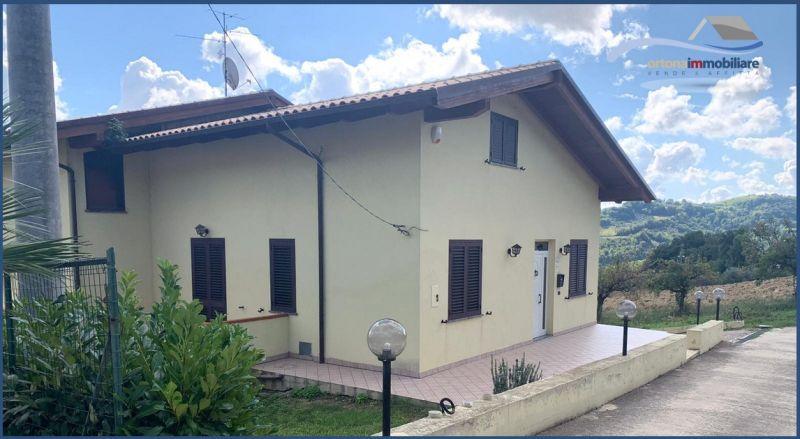 ПРЕДЛОЖЕНИЕ НА ПРОДАЖУ ВИЛЛА С ЗЕМЕЛЕЙ в окружении сельской местностью Вакри, Италия